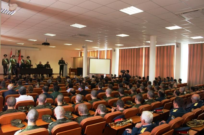 К 26-й годовщине Победы народа Абхазии в Отечественной войне 1992-1993гг. В Министерстве обороны прошло торжественное собрание.