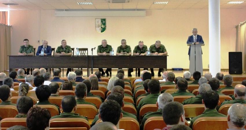 3 сентября в Министерстве обороны состоялась встреча кандидата в президенты Рауля Хаджимба с личным составом оборонного ведомства.